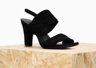 8099afaaa Com estilo atemporal, a Owme, sexta marca do grupo Arezzo, busca atender  uma demanda das consumidoras que desejam sapatos confortáveis, mas bonitos  para ...