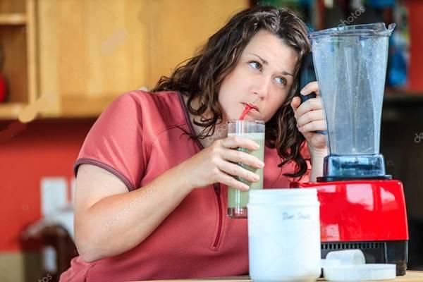 depositphotos mulher diet shake