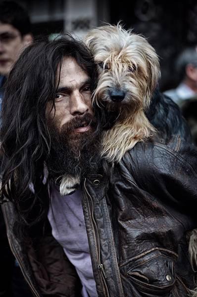 morador de rua e cachorro