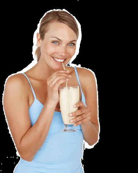 mulher tomando shake