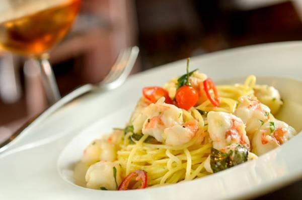 Spaghetti_aglio,_olio_e_gamberi181112_161033