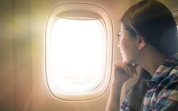 aviao mulher viagem