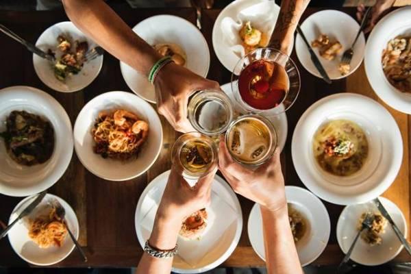 mesa comida festa brinde