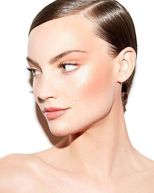 mulher rosto maquiagem iluminado.jpg