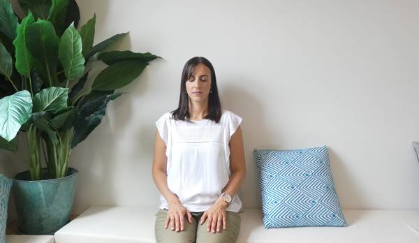 mulher meditacao mindfulness selfsetfreeliving