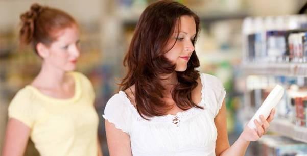 mulher rotulo embalagem