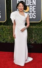 rs_634x1024-190106145027-634-2019-golden-globes-red-carpet-fashions-sandra-oh-shutterstock_editorial_10048066ca_huge
