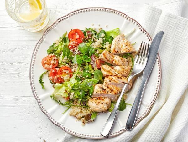 salada de quinoa frango e rúcula