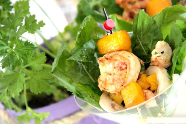 salada de camaroes com manga.jpg