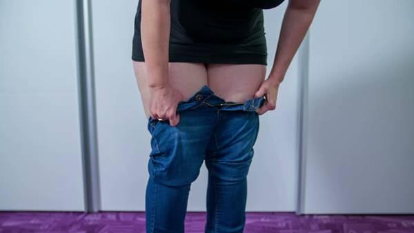 shutterstock mulher calça apertada