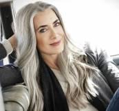 grisalho mulher cabelo