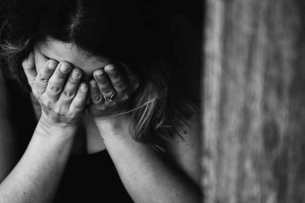 mulher dor depressao tristeza doença pexels