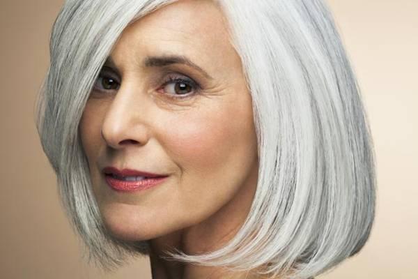 mulher meia idade grisalho