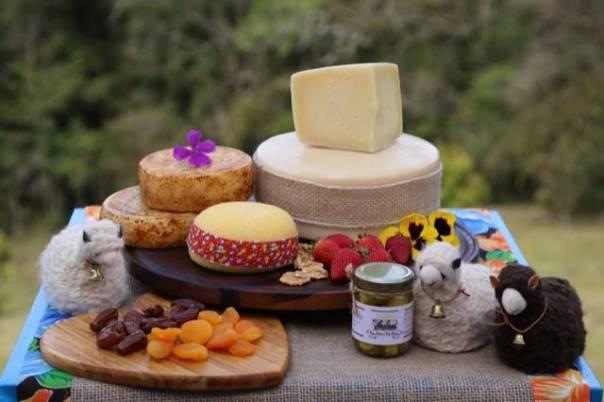 SÃO JOÃO DAS TRÊS OVELHAS queijos e outros produtos.jpg