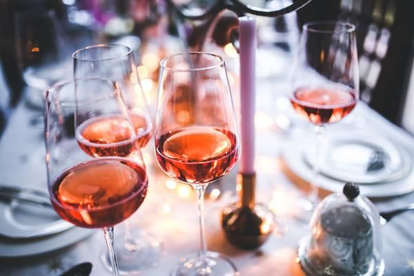vinho taça rose.jpg