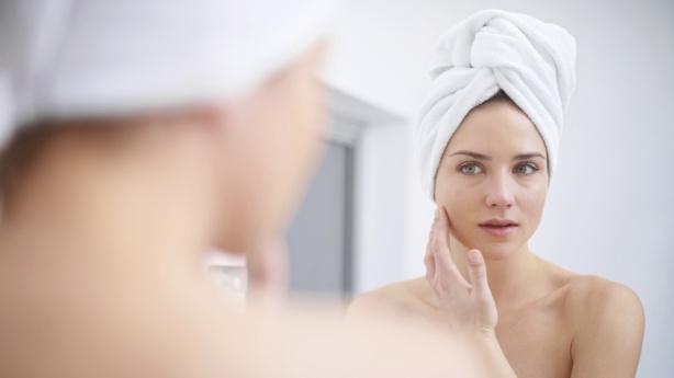 mulher rosto espelho pele