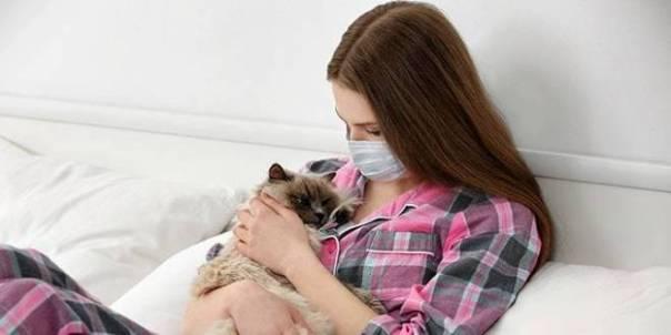 mulher-alergia-pet-gato-cat-allergies
