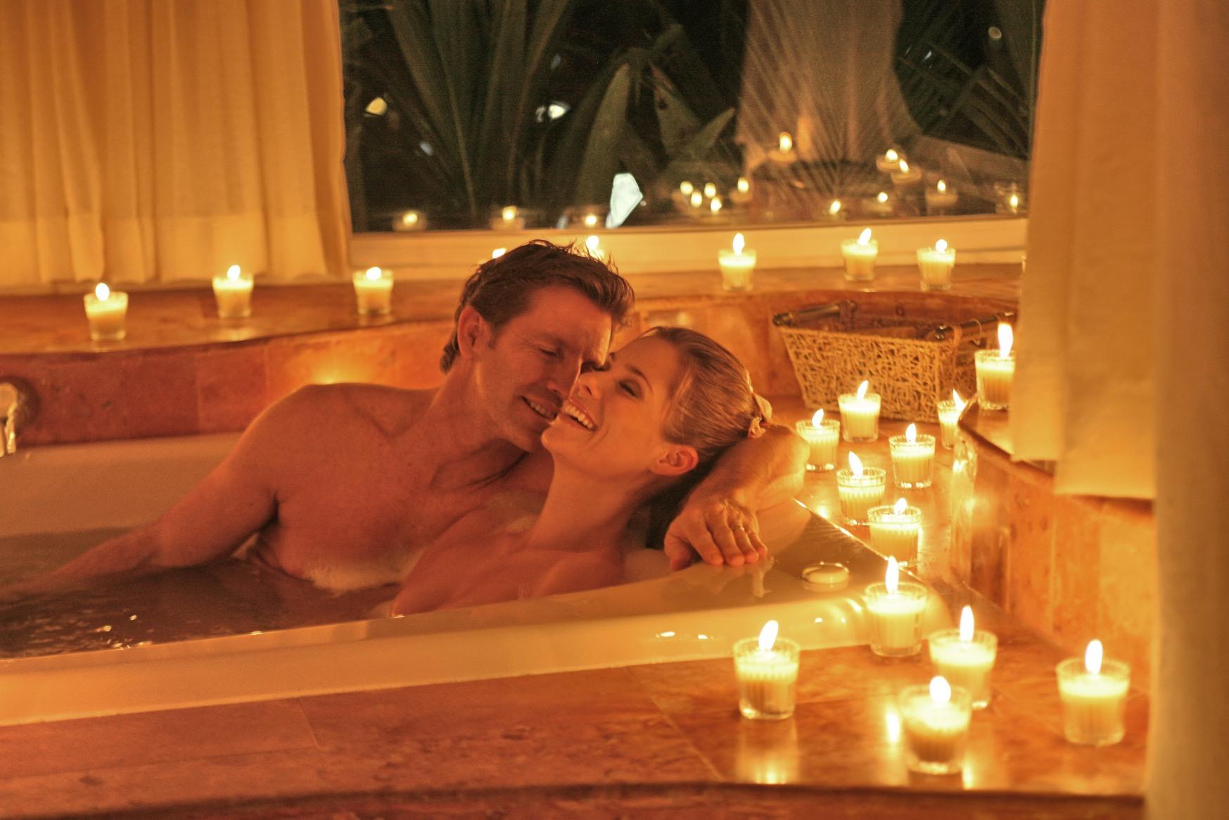 casal na banheira
