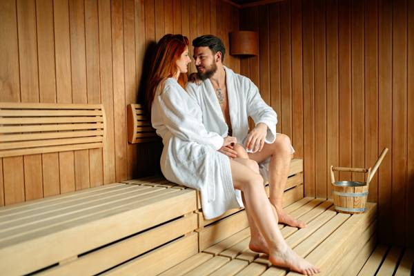casal na sauna.jpg