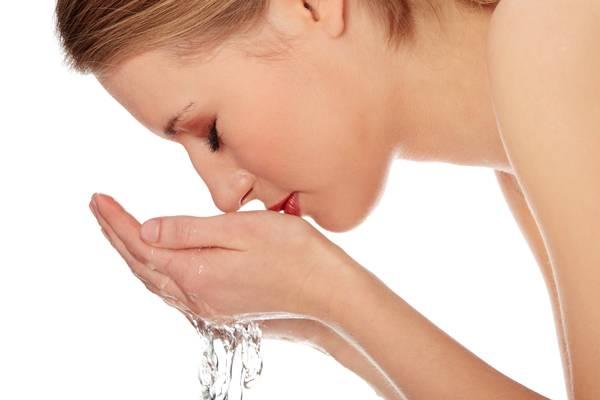 limpeza pele mulher