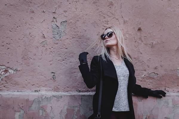 mulher inverno oculos de sol pixabay
