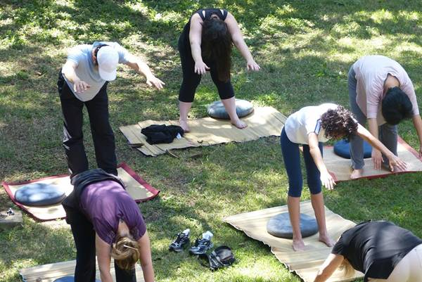 Prática do Kum Nye, o yoga tibetano – foto Centro Nyingma do Brasil