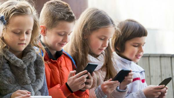 criancas celulares