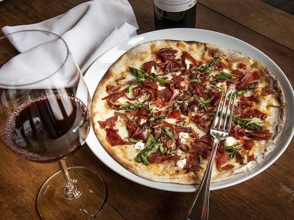Pizza_Crispie_de_presunto_cru_queijo_de_cabra_conde_Romulo_Fialdini (1)