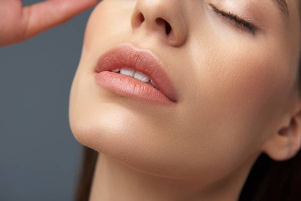 labios rosto mulher jovem.jpg