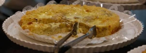 Aprenda a receita da tradicional cuca de banana com chocolate branco do Fazzenda Park Hotel