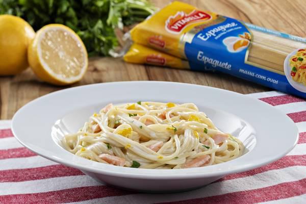 Espaguete-com-Salmao-e-toque-de-Limao-Siciliano.jpg