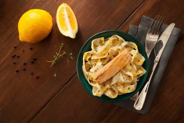 papardelle com limão sciciliano e atum.jpg