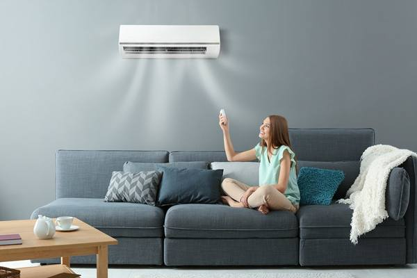 sala ar condicionado mulher