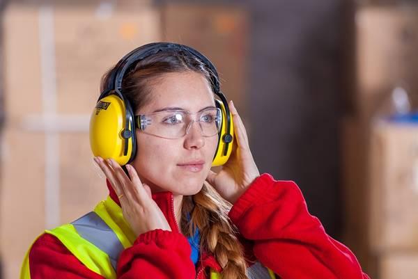 mulher trabalho uniforme proteção pixabay