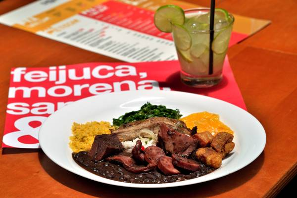 feijoada patio sp.jpg
