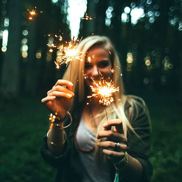 fogo de artificio mulher pixabay.jpg