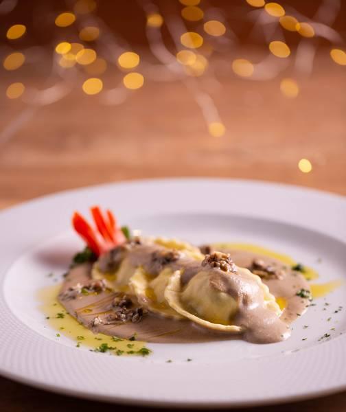 LPB--Tortelli-recheado-de-ricota-e-castanha-com-salsa-de-funhi-mistos-2