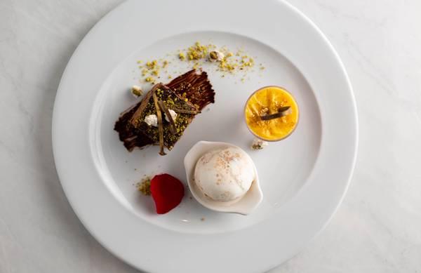 LPB--Trio-Degustacao-Mini-zuppa-inglese-mini-torrone-de-chocolate-com-pistache-sorvete-de-natas-com-crocante-de-amareto-2