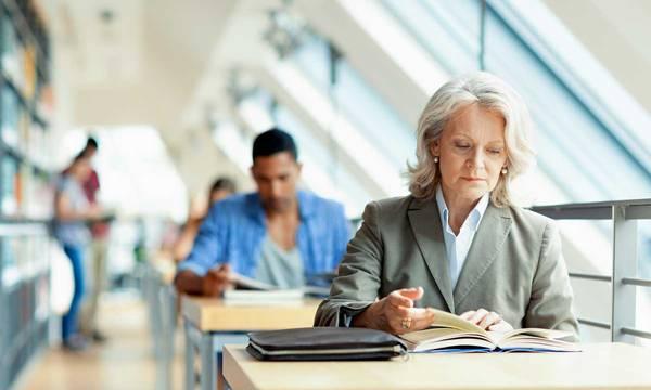 mulher estudo meia idade.jpg