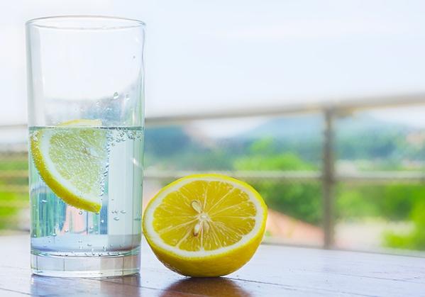 agua com limão.jpg