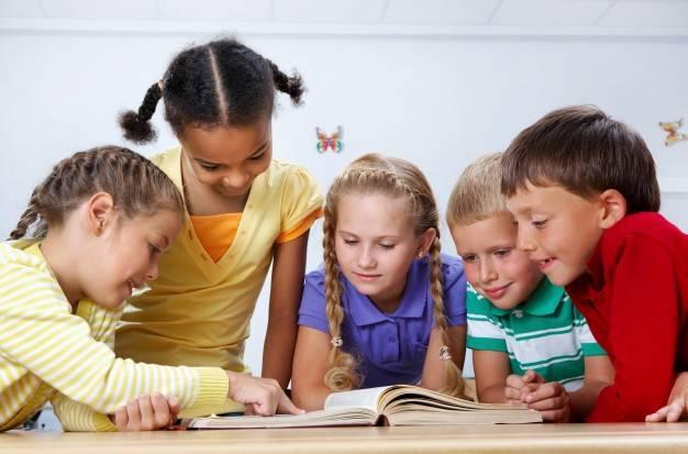 alunos crianças escola