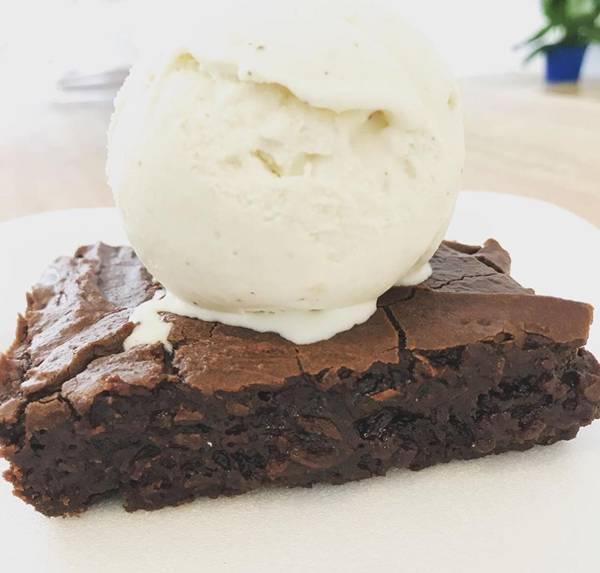 Brownie com sorvete de castanha do Pará alta_Foto Divulgação