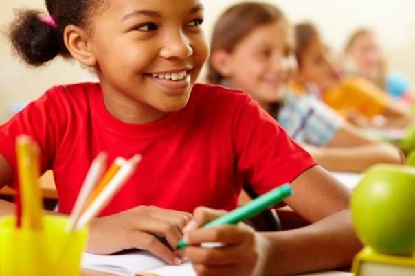 criança sala de aula