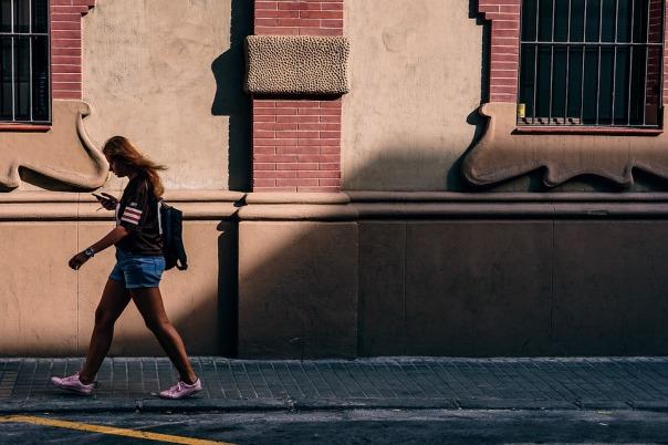 muler andando na rua