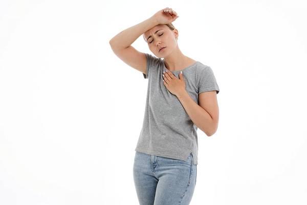 mulher dor passando mal calor pixabay