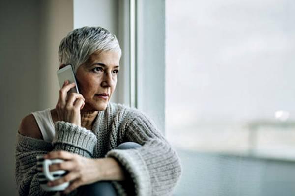 mulher telefone terapia