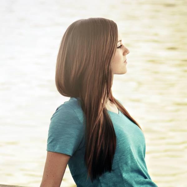 cabelos longos mulher jovem
