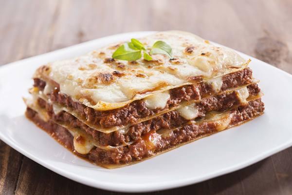 Lasanha-Vitarella-a-bolonhesa-com-queijo