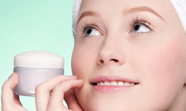 acido_retinoico mulher creme rosto