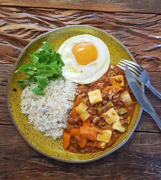 Feijao-com-carne-moida-e-legumes (1)